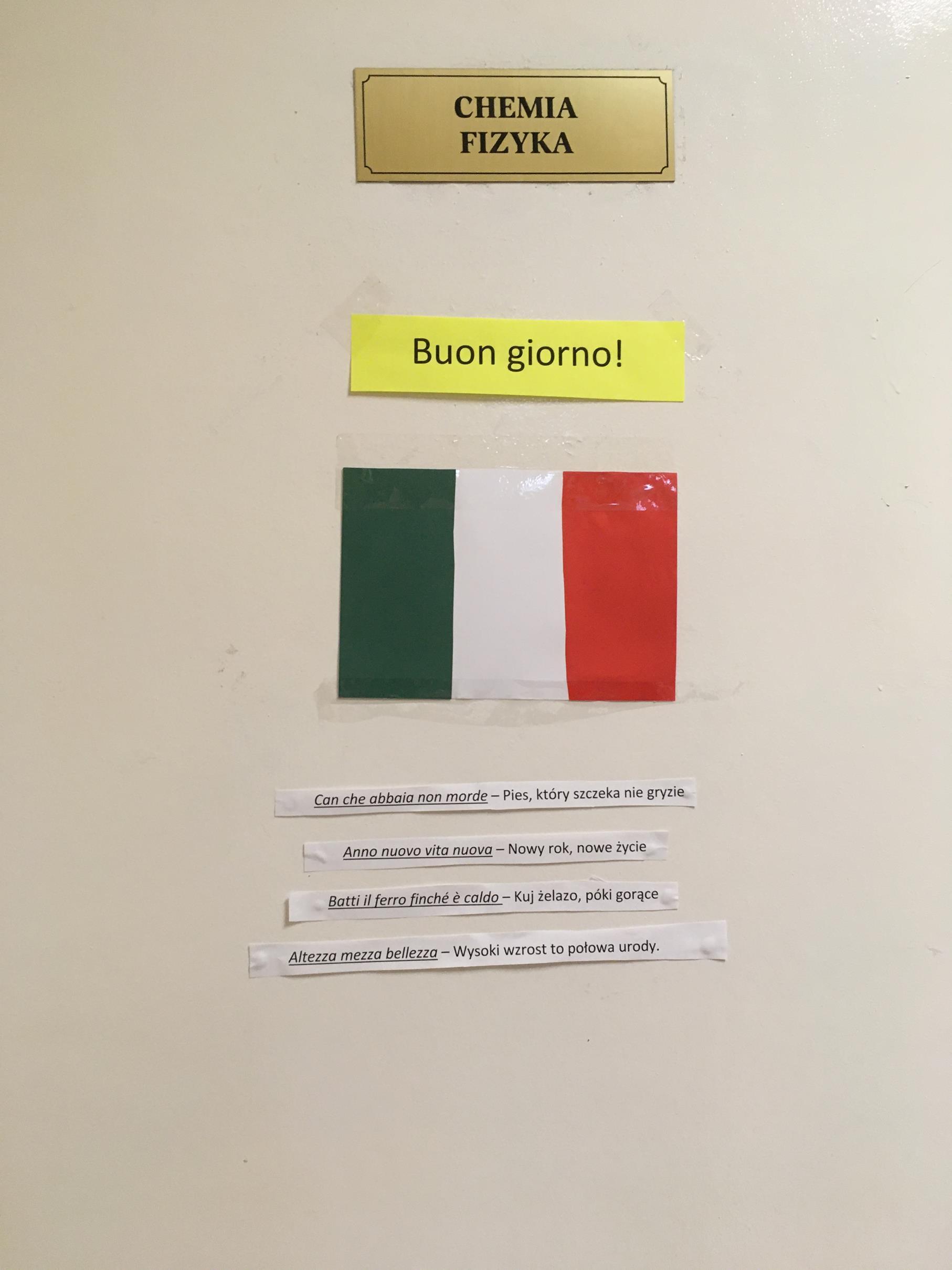 Uczniowie przygotowali projekt flagi, powitania, powiedzonek  w języku włoskim