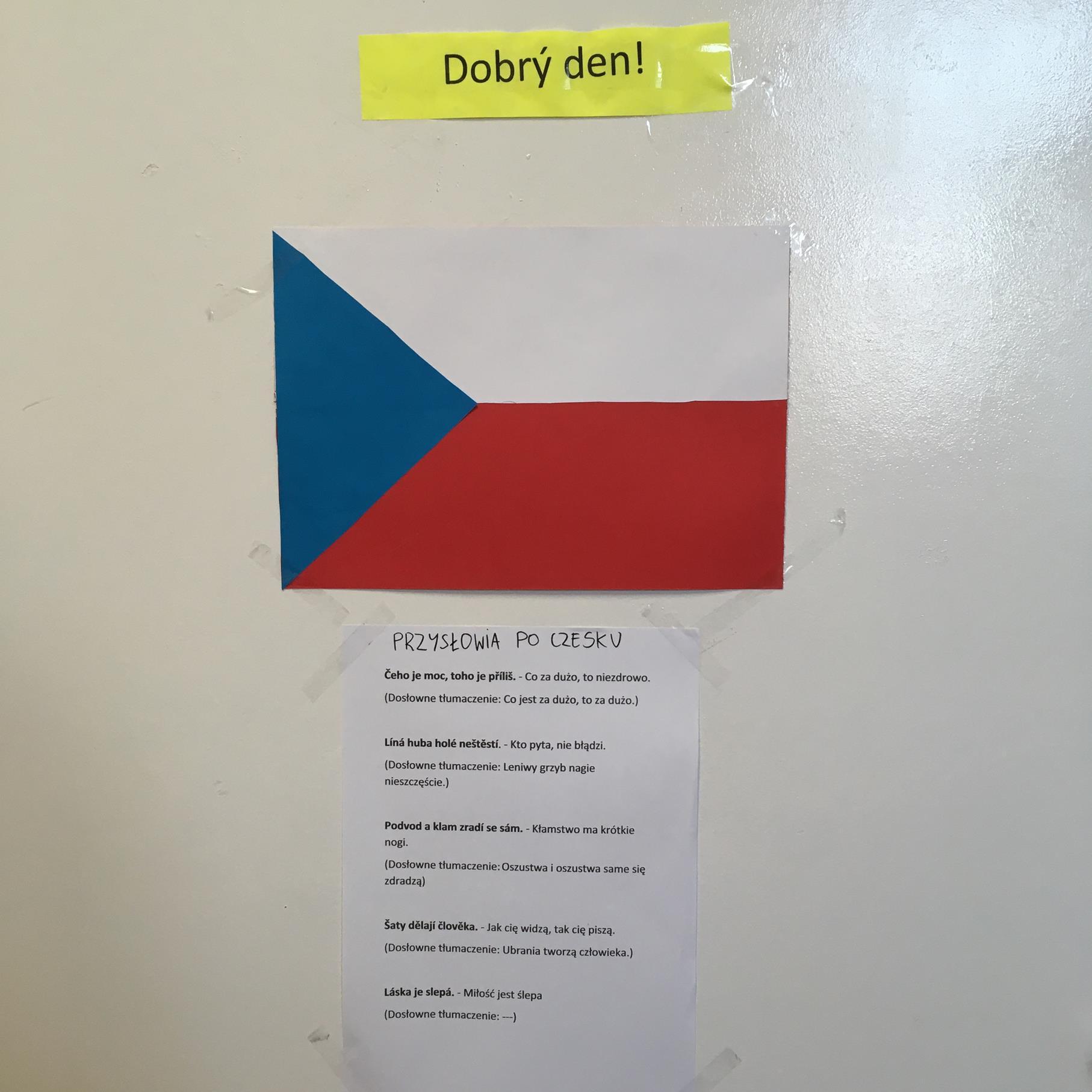 projekt flagi i powitania w języku czeskim wykonany przez uczniów szkoły
