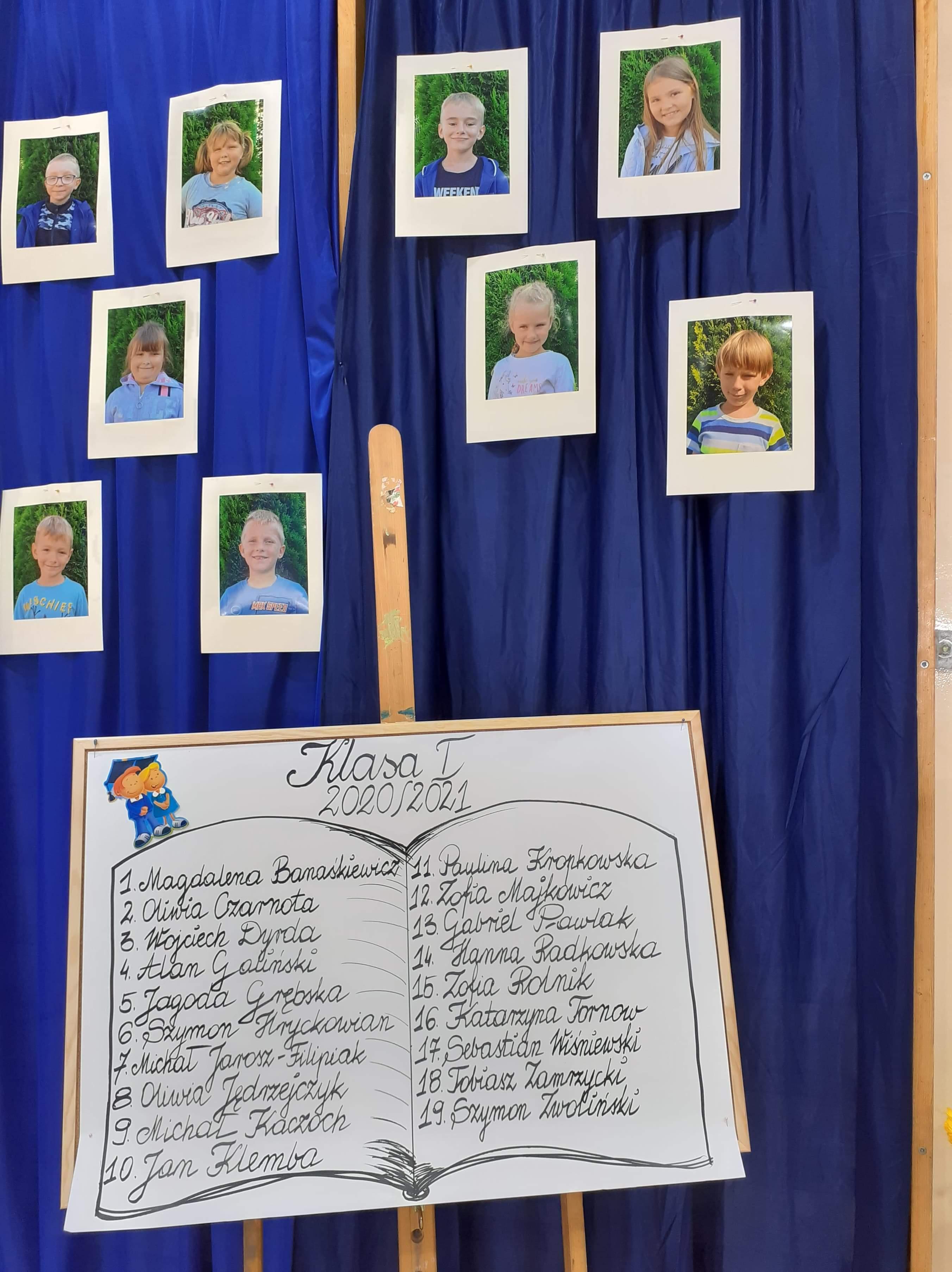 2. Tablica z listą uczniów klasy pierwszej i zdjęcia wychowanków
