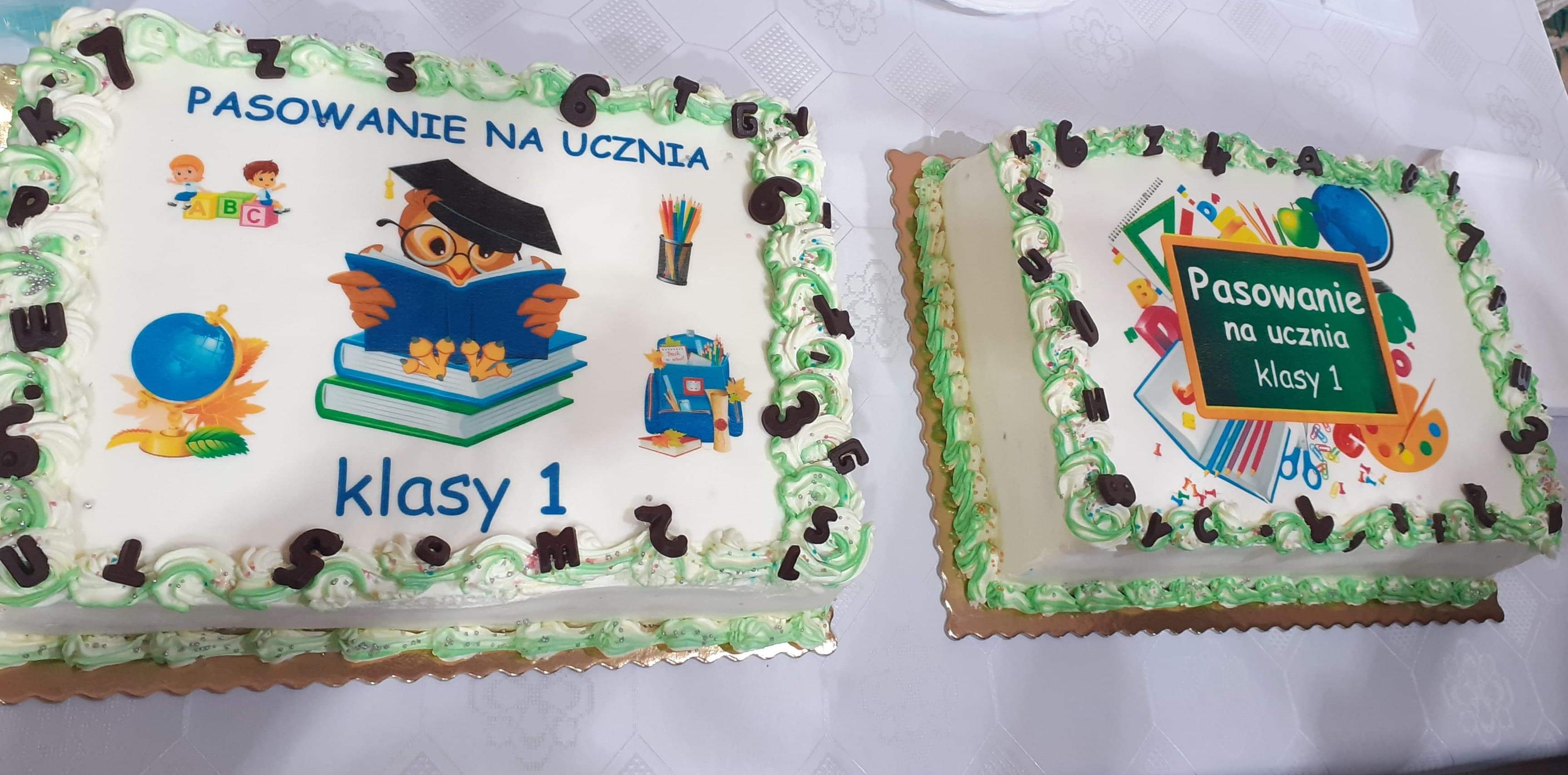 Słodki prezent od rodziców w postaci tortów.