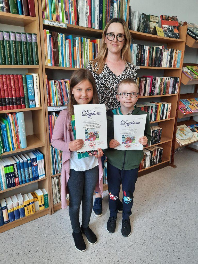 Uczniowie klasy pierwszej z nagrodami
